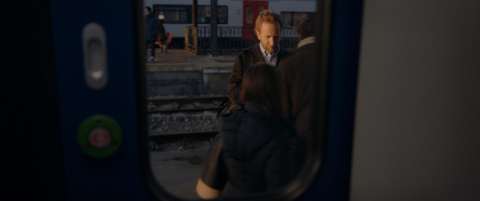 peu_prom_trainstation_30s_VF_web_v030_mix_open-0549