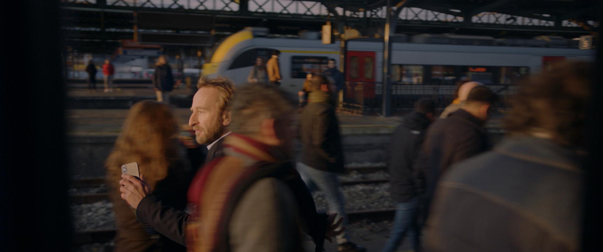 peu_prom_trainstation_30s_VF_web_v030_mix_open-0550